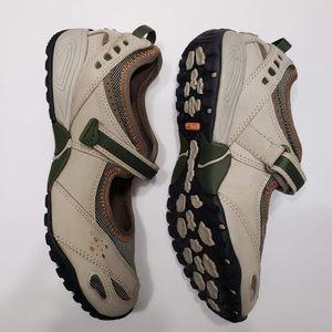 L.L.BEAN Mary Jane shoes . Womens. Sz 7.